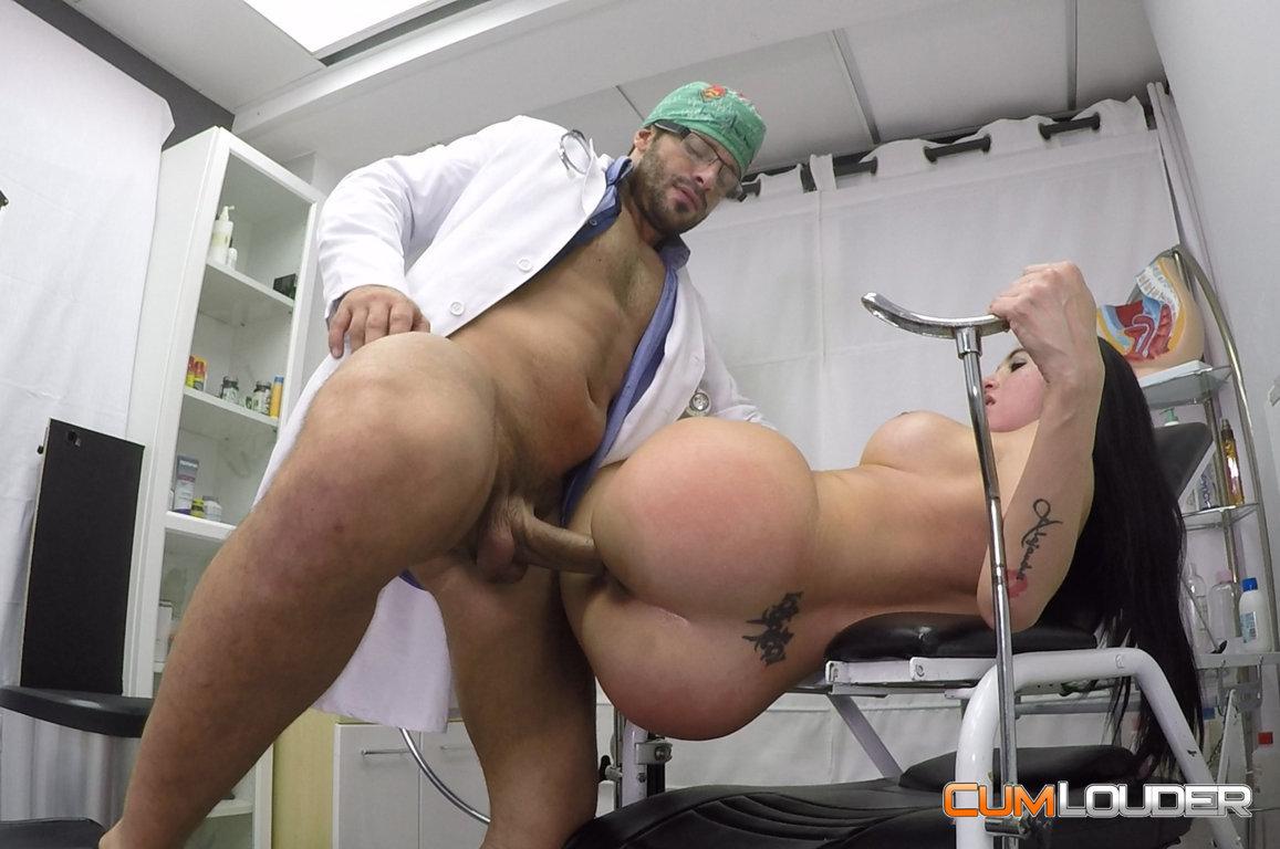 El ginecologo y la ninfoma